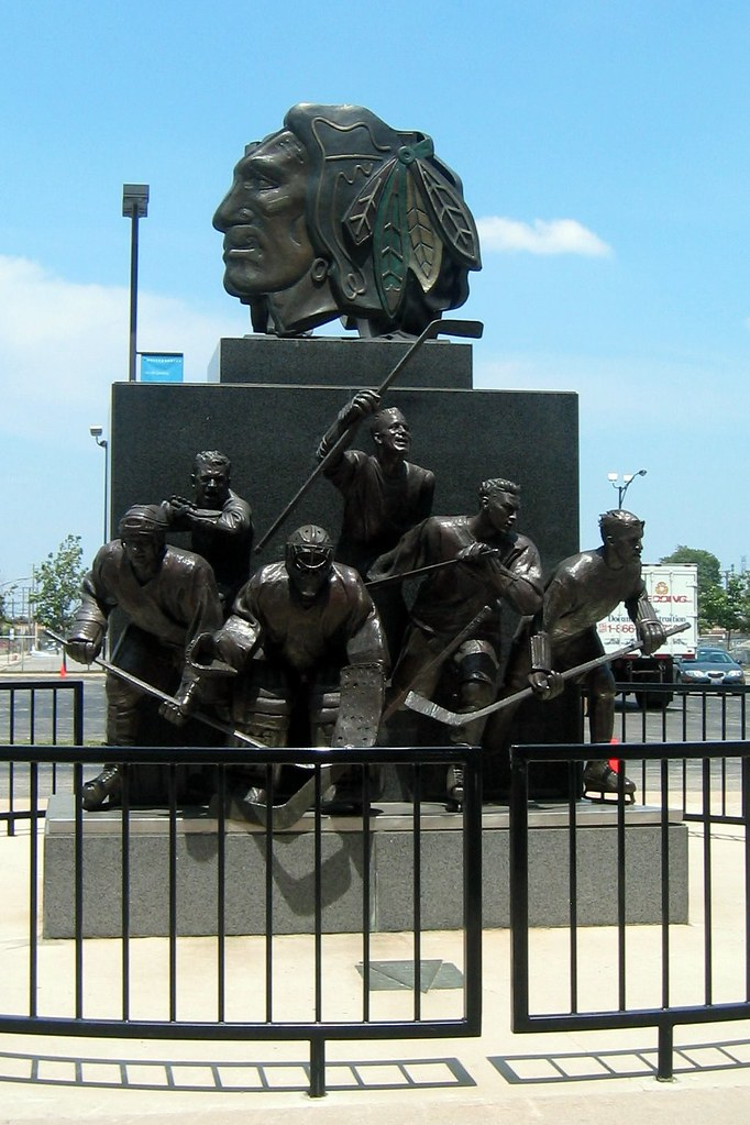 Chicago: United Center - Chicago Blackhawks Statue