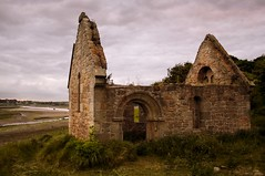 Holy Shed (Batman) (Ray Byrne) Tags: canon 350d dusk ruin northumberland alnmouth churchhill raybyrne byrneout byrneoutcouk webnorthcouk