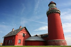 Bovbjerg Fyr (Mace2000) Tags: red lighthouse tower nature landscape denmark 350d distorted natur northsea blogged groundlevel scandinavia polarized landschaft dri hdr dansk int exp jylland payitforward 4aces 1000v 2for2 1500v60f 1000v40f mace2000 bovbjergfyr img2719 countryscenery