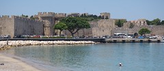 Rodosz vros - a Kolona kiktre nz kzpkori vrosfal a Porta Marina kapu bstyival (sandorson) Tags: travel greece rhodes rodi rhodos rodas rodosz grgorszg  sandorson c