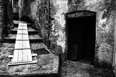 Strutture e infrastrutture [Explore n. 32 - 01 luglio 2015] (encantadissima) Tags: calabria portone passerella scalinata scorci bienne belmontecalabro nikond7000