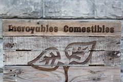 JOUR 13 : Incroyables comestibles Ivry. (Anne-Christelle) Tags: projet365 365project incroyablescomestibles ivrysurseine mots words valdemarne bois wood pancarte danslarue inthestreet extérieur