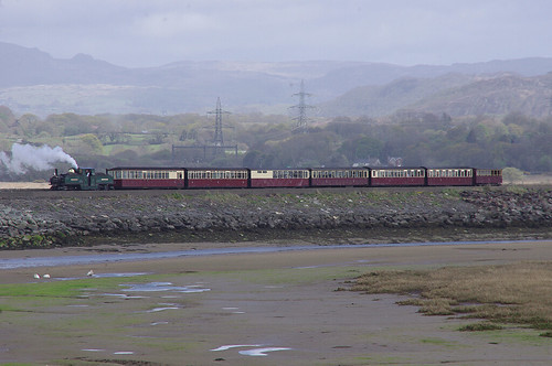 RD13238.  EARL OF MERIONETH arriving at Porthmadog Harbour Station.