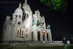 Sacré-Coeur à Paris (louis.labbez) Tags: france paris labbez sculpture montmartre church ombre nuit lampadaire night illumination monument butte kiosque sacrécoeur éclairage pavé église catholique voeux iledefrance