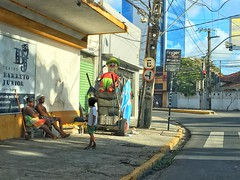 Seria cômico, se não fosse trágico... (pmenge) Tags: criança pobreza street iphone