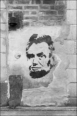 L1026366 B&W (Damien DEROUENE) Tags: damienderouene leica mm monochrom street art urban fragment