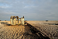 Dungeness Life X (www.hot-gomez-fotografie.de) Tags: dungeness kent kentlife uk beach shale boat ruin relic rotting old fishing nikon