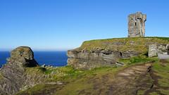 271 Hag's Head + MoherTower (roving_spirits) Tags: ireland irland irlanda irlande countyclare wildatlanticway