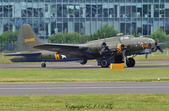 Boeing B-17G (Flying Fortress) G-BEDF / 44-85784 (EI-DTG) Tags: planespotting aircraftspotting farnboroughairshow2016 farnborough2016 fab 16jul2016 airshow b17 flyingfortress boeing fourholer gbedf warbird memphisbelle