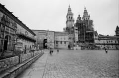 Compostela (trabancos) Tags: canon eos 1n ef 1740mm f4l usm kodak trix 100 d76 11 santiago compostela galicia 35mm film believeinfilm obradoiro praza hostal reis catolicos