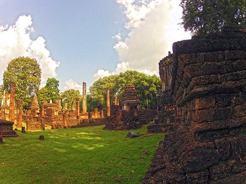 วัดเจดีย์เจ็ดแถว - Wat Chedi Chet Thaeo