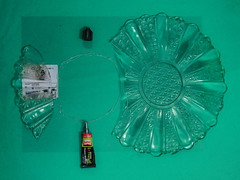 "Broken Glass Plate Repair Extreme Power -Kleber zerbrochenes Glas-Teller, Merkur-Etikett: ""verpackt am"" - ""an apple a day keeps the doctor away - An ENSO (Japanese: circle, kreis) a Day ..."" 2. Juli 2015 (hedbavny) Tags: vienna wien red black flower green rot art broken kitchen glass yellow circle studio austria mirror design sterreich reparatur power spiegel kunst extreme plate sketchbook minimal gelb ornament workshop repair cycle wabisabi grn transparent kche blume shard tagebuch schwarz glas kraft teller aktion atelier kleber kreis extrem privat enso workingroom werkstatt kleben entwurf skizze sewingpattern metapher scherbe arbeitsraum glasteller skizzenbuch verbinden pattex maigrn schnittmuster ereignis aktionismus zyklus berlegungen zusammenfgen musterbogen hedbavny ingridhedbavny superkleber"