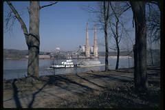 92c009: Transporter upbound at Shawnee Park (Bill Alden) Tags: river kentucky louisville powerplant ohioriver transporter towboat towboats shawneepark cementbarge kc183 gallagherstation