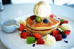 20150808-05-Pancakes with fruit at Honey Badger in Hobart (Roger T Wong) Tags: food fruit pancakes lunch australia icecream tasmania salamanca hobart maplesyrup iv 2015 sigma50mmf28exdgmacro sigma50macro metabones smartadapter rogertwong sonya7ii sonyilce7m2 sonyalpha7ii honeybadgercafe