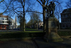 20170106 17 Groningen - Hereplein (Sjaak Kempe) Tags: 2017 winter sjaak kempe sony dschx60v nederland netherlands niederlande groningen stad hereplein standbeeld statue sculpture skulptur sculptuur jozef israëls israëlsmonument