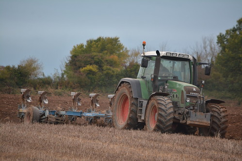 Fendt 820 Vario TMS Tractor with a Lemken EurOpal 7X 6 Furrow Plough