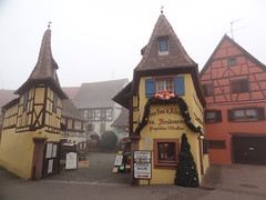 Eguisheim (LauriusLM) Tags: eguisheim hautrhin alsace maisonàcolombages marchédenoel architecture extérieur paysage photography photographie vacances holidays ville village ruetravel voyage géo photo photogéo lonely monde gettyimage flickr travelphotography lonelyplanet yahoo wikipedia googleimage imagesgoogle nationalgeographic photoflickr photogoogleearth photosflickr photosyahoo sonycybershotdschx9v potd:country=fr