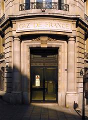 Paris - 2015 (Hanoi1933) Tags: door france building architecture facade exterior porte extrieur btiment faade immeuble batiment parigi 2015   parisstreetart gazdefrance  pariswallart