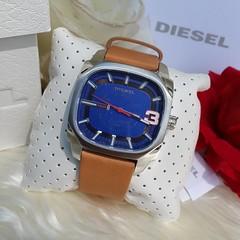 Ⓜ พร้อมส่ง 1 เรือน Ⓜ Diesel Men's DZ1653 Classic Brown Leather Watch หน้าเหลี่ยม หน้าปัดน้ำเงิน โดดเด่นด้วยเลข 3  📌 พร้อม กล่อง + คู่มือ 📌 Case diameter 53 x 46 mm 🎉 ราคา 3,990฿  Ems 100฿ สนใจทักไลน์จ้า   🌟 สอบถามรายละเอียดสินค้