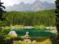 Der  Karersee in  Südtirol (Ostseetroll) Tags: italien alps geotagged ita alpen dolomiten lagodicarezza karersee latemar welschnofen südtirolaltoadige geo:lat=4640852663 geo:lon=1157312693