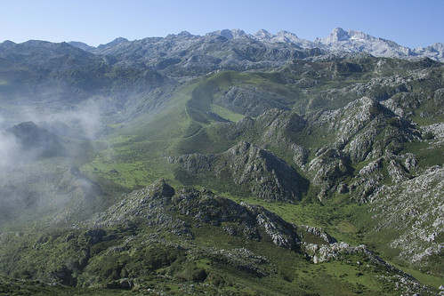 spain-picos-de-europa-pastures-mountains-c-dmartin