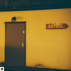 12md1216 (photo & life) Tags: montargis france europe photography photolife™ jfl square squareformat squarephotography leica leicam leicamtype240 m canonrangefinder50mmf15ltm 50mm street streetphotography colors door porte urban urbain ville city