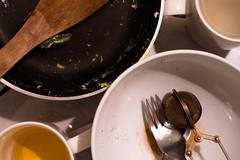 Vaisselle (Sarah Devaux) Tags: gh4 50mm lumix vaiselle crockery oeufs eggs évier sink cuisine kitchen tâches ménagères housework objetsrejetés objetsoubliés sadness laziness tristesse paresse