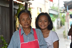 pretty girl with grandma (the foreign photographer - ฝรั่งถ่) Tags: mar192016nikon pretty girl grandma grandmother khlong lard phrao portraits bangkhen bangkok thailand nikon d3200