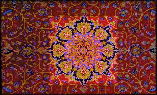 """Alfombras, espacios íntimos que simbolizan templos, árboles de la vida y el conocimiento, astros y paradisos. • <a style=""""font-size:0.8em;"""" href=""""http://www.flickr.com/photos/30735181@N00/31766545234/"""" target=""""_blank"""">View on Flickr</a>"""