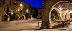 La plaça de Monells i les arcades (josep manresa) Tags: noche ampurdan paisaje pueblo rural medieval azul piedras girona catalunya spain ladrillos arcos luces soledad pentax sigma panoramica