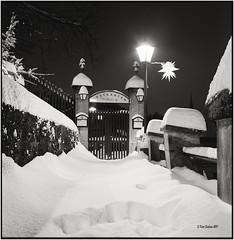 Snow and darkness_Rolleiflex 3.5B (ksadjina) Tags: 10min 6x6 austria carlzeisstessar35 kodak400tmax nikonsupercoolscan9000ed rodinal rolleiflex35b salzburg silverfast analog blackwhite film scan