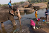 ELEPHANT. Hampi (Cathy Le Scolan-Quéré Photographies) Tags: hampi karnataka indedusud southindia river rivière rocks rochers saris indiennes baignade
