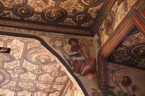 Prorok Izajasz po prawej stronie łuku tęczowego w kościele w Boguszycach
