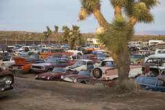 Awesome junkyard in Yucca Valley, CA (vetaturfumare - thanks for 3 MILLION views!!!) Tags: yuccavalley joshuatree junkyard skrotbil 廃車体 wreck rust schrott desert öken california nash metropolitan