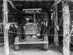 Motorizado (Bruno Nogueirão) Tags: trator rural decay pb bw pretoebranco blackandwhite nikond7200 35mm18 street rua fotografiaderua streetphotography streetphoto