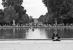Sentada (Campanero Rumbero) Tags: paris france francia day dia travel turismo trip sentada ella her mujer woman monocromo bn city ciudad europe europa