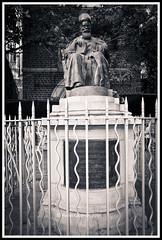 Dadabhai Naoroji (calamur) Tags: dadabhainaoroji parsi mumbai india statue nikond7000 harinicalamur