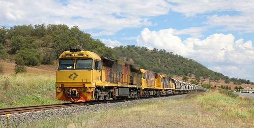 IMG_2599x Aurizon grain 5022 + 3215 + 6004. Wingen 17th Jan 2017.