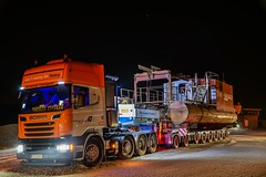 Scania R580 Streamline V8 (Actros_4160) Tags: universal transport nacht night great shoot photo year 2017 paderborn scania man iveco stralis doll nijdam bremer bau beton concrete auflieger trailer truck lorry lkw schwertransport heavy haulage tieflader sondertransport foto schwerlast spedition transportation v8 r580 tgx xxl semi semitieflader bagger saugbagger binder streamline topline first claas convoi exceptionnel abnormal load