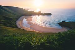 Torimbia (rodrigocarabajal) Tags: sunset sea summer espaa beach landscape bay mar spain sommer sony asturias playa paisaje verano alpha landschaft a7 llanes spanien ausblick canon20mmf28 sonya7