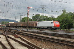 E-loc E37 518(Koblenz-Lützel 13-6-2015) (Ronnie Venhorst) Tags: road railroad station sport train canon deutschland eos rebel track outdoor d eisenbahn rail railway zug bahnhof cargo railwaystation e vehicle locomotive loc mm t3 37 prima alstom 2008 duisburg bahn con 018 trein spoor koblenz duitsland bayerische 1100 spoorwegen lok railion spoorweg 2015 bcb elok 1435 eloc lützel goederentrein 1100d materieel entenfang koblenzlützel el3u cargobahn eos1100d spoormaterieel eos1100 boboel