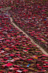 ラルンガルゴンパ 喇荣五明佛学院 (Photo_nori) Tags: china red house detail cn landscape town asia tibet buddism seda 四川 中華人民共和国 五明佛学院 色达 甘孜州 喇荣 larunggar sichuansheng ganzizangzuzizhizhou