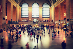People on the move (Rino Alessandrini) Tags: persone movimento partenze arrivi viaggi stazione nyc grandcentralterminal people departures movement travel arrivals station