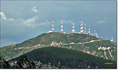 Torres de transmisin de TV abierta. Valle de Mxico. Toma a 15km aprox. P1080768EP (gtercero) Tags: ciudaddemxico cerrodelchiquihuite areametropolitana gtercero 20110814 torresdetransmisin