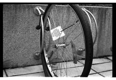 """Abandoned bike"" (A.Sundell) Tags: street old urban bw film zeiss vintage blackwhite sweden tmax streetphotography rangefinder swedish sharp d76 contax german 400 uppsala epson sverige v600 tmax400 tmy contaxiia svartvit fixer homedeveloped gatufoto mätsökare"