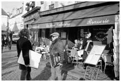 Montmartre I (madras91) Tags: nb bw monochrome blackandwhite noiretblanc leica leicam2 paris montmartre france street streetphotography analogic summaron summaron35mmf28 35mm
