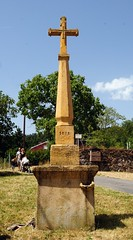 Pollionnay (Rhône) (Cletus Awreetus) Tags: sculpture france monument architecture pierre rhône croix socle montsdulyonnais artreligieux bénitier pollionnay