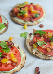 Grilled BLT Tostadas (Pink Parsley Blog) Tags: iso320 f40 50mmf18 ¹⁄₅₀sec nikond7000