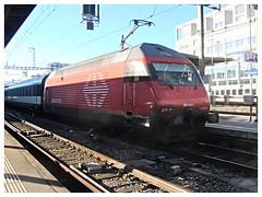 SBB CFF FFS, Re 460 082-1 (v8dub) Tags: sbb cff ffs re 460 082 1 schweiz suisse switzerland swiss freiburg fribourg gare station bahnhof zug train trein treno railroad railway lokomotive locomotive loco lok bahn eisenbahn
