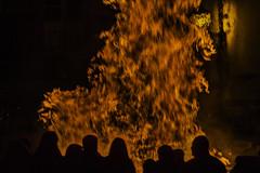 San Antón (Ignacio M. Jiménez) Tags: sananton hoguera siluetas gente people bonfire silhouettes plazaprimerodemayo ubeda noche night jaen andalucia andalusia españa spain ignaciomjiménez